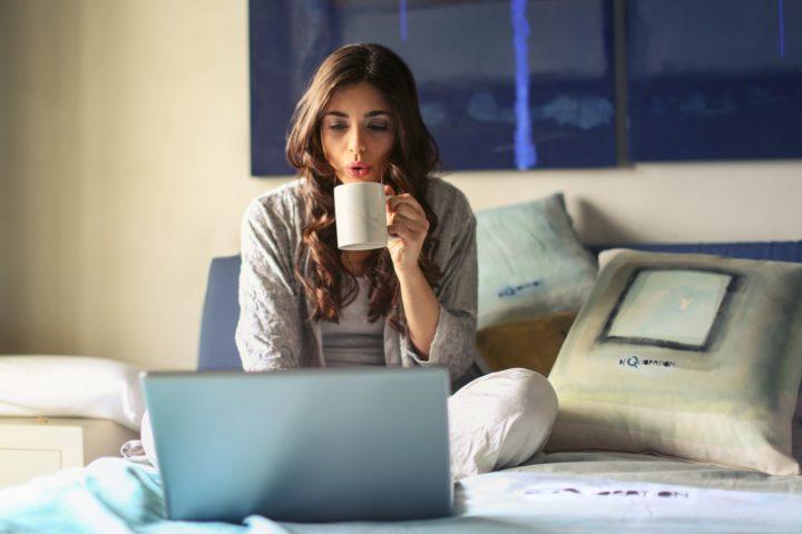 How Binge Watching TV and Netflix Affects Your Sleep